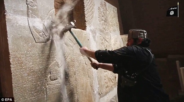 0C926D7F00000514-3089267-Philistine_An_Islamic_State_militant_smashes_relics_in_Nimrud_Ir-a-76_1432125130366
